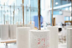 Mit Betonzylindern kann die Verbindung von Bambusverbundwerkstoffen mit Beton überprüft werden