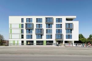 Das Wohnungsbauprojekt am Baufeld 8 in Heilbronn fügt sich perfekt in die komplexe Topografie des ehemaligen Areals am Südbahnhof ein. Die modellbasierte Planung und das fertige Ensemble sind fast deckungsgleich