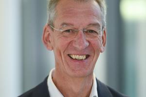 Univ.-Prof. Dr.-Ing. Manfred Helmus leitet seit 1992 das Lehr- und Forschungsgebiet Baubetrieb an der Bergischen Universität Wuppertal. Dort gründete er 2015 das BIM-Institut. Prof. Helmus begleitet federführend den Deutscher Baupreis auf der wissenschaftlichen Seite