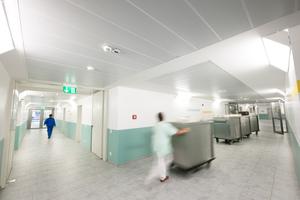 Risikozone 2: Untersuchungs- und Patientenräume, Sanitär- und Küchenbereiche (hier Küche)