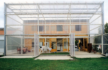 Latapie House, Floirac: Gartenseite