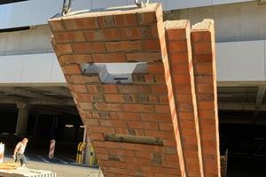 Aussparungen und Verankerungen sind in den fertigen Fassadenelementen bereits enthalten