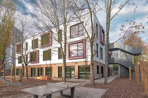 KLEUSBERG erhielt im Rahmen einer Ausschreibung den Zuschlag für den Bau des Hortgebäudes im Zentrum Potsdams. Das Architekturbüro Leitplan aus Berlin war bereits mit der vorangegangenen Machbarkeitsstudie betraut und übernahm die Leistungsphasen 2-8 der Objektplanung. KLEUSBERG realisierte das Gebäude schlüsselfertig in Stahlmodulbauweise