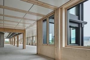 Der Holzbau machte die frühzeitige Abstimmung aller Gewerke nötig, um die Fassaden- und Deckenelemente passgenau und für alle Gewerke optimiert herzustellen
