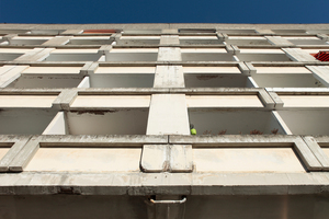 Die Fassade hinauf: Sanierungs- aber kein Abrissbedarf