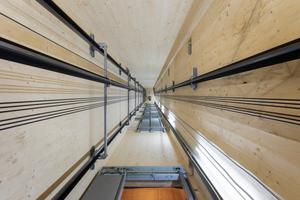 Technische Innovation: Selbst den Fahstuhlschacht konzipierten Scharabi Architekten aus vorgefertigten Holzbauteilen