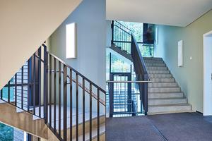 Guter Schallschutz mit massiven Wandelementen und vorgefertigten schallentkoppelten Treppenläufen aus Beton.<br />
