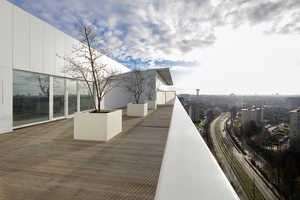 Ein Highlight sind die großzügigen, gemeinschaftlich nutzbaren Dachterrassen (hier die westliche)