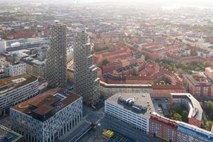 """""""Diese Art von Turm zu bauen, mit dieser Menge an Wiederholungen und Vorfertigung ist nicht teuer"""", so Architekt van de Kar. """"Aber da ein Wohnhochhaus in Stockholm selten ist, sind vor allen Dingen die Wohnungen in den oberen Etagen gefragt. Das bestimmt natürlich auch den Preis."""""""