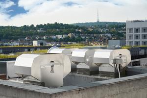 Die TROX GmbH erkannte das Potential drehzahlgeregelter Entrauchungsventilatoren, schließlich bietet sich dadurch die Möglichkeit, lediglich einen Entrauchungsventiltor für verschiedene Gebäudeabschnitte mit unterschiedlichen Volumina einzusetzen, was für den Betreiber eine hohen Kostenersparnis hinsichtlich Investition und Wartung bedeutet