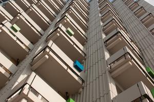 Zwölfgeschosser im Zentrum der Wohnanlage: Haus 12 ist nicht nur das höchste Gebäude in Siegmunds Hof, sondern auch die größte Herausforderung im Zuge der Sanierung des Komplexes