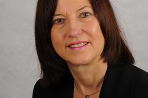 Rita Jacobs M.A. ist Baufachjournalistin und betreibt in Düsseldorf ein Büro für Public Relations und Kommunikation.www.jameshardie.de