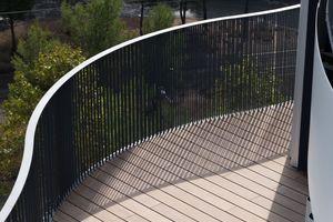 Die Balkone sind mit Hartholzböden belegt, um den Wartungsaufwand möglichst gering zu halten