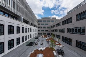 Der Incubator entstand als donutförmiger Block um einen Innenhof an der Nord-Ostecke des neuen Stadtquartiers