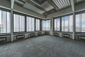 Arbeitsatmosphäre: Das ästhetische Konzept von OS A Architekten sah eine rohe Werkstattoptik vor – im Inneren, wie auch an der Fassade