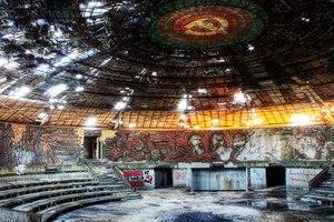 Das stark beschädigte Dach der Kuppel soll durch ein neues ersetzt werden. Dafür ist ein internationaler Wettbewerb geplant