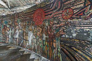 Mosaik an der Wand des Buzludzha-Monuments