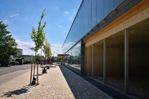 Die Außenverglasung besteht aus Einfachglas ohne Profil und dient vornehmlich als Wetterschutz