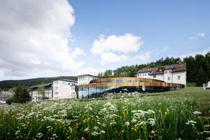 Das Maisons de Fondateurs Audemars Piguet ist als Erweiterungsbau der Schweizer Uhrenschmiede an ihrem Stammsitz in Le Brassus entstanden
