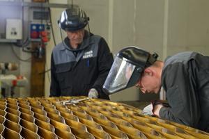Der aufwendige Sonnenschutz aus 432 Lamellen wurde ebenfalls eigens für dieses Projekt entworfen und umgesetzt