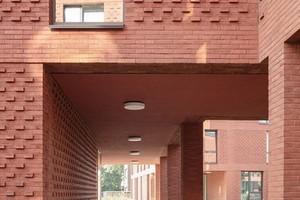 Das Gebäudeensemble sei ausgewogen sowohl im Angebot für unterschiedliche Nutzer als auch in der Verwebung des privaten mit dem öffentlichen Raum