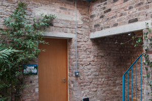 Mit dem Granby Winter Garden hat Assemble zusammen mit CLT in den einstigen Ruinen Cairns Street Nr. 37 und 39 einen für die Bürger-Innen des Quartiers frei zugänglichen Treffpunkt geschaffen, der die Gemeinschaft noch mehr zusammenrücken lässt
