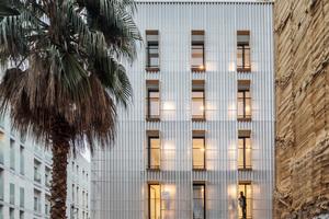 Da jede Wohneinheit an zwei Fassaden liegt, ist im Sommer mittels Querlüftung immer eine Luftzirkulation gewährleistet