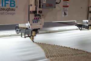Tailored Fibre Placement: Das digital gesteuerte Stickverfahren wurde aus der Textil- und Flugzeugbauindustrie übernommen. Durch die kontrollierte Anordnung der Langfasern lassen sich deren Zugfestigkeitseigenschaften optimal ausnutzen