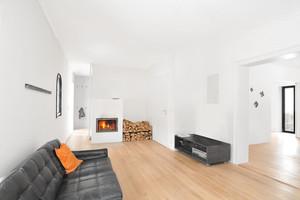 Neues Wohnzimmer im Haus UMS: Den Bestand zu ertüchtigen heißt, seine Stärken zu nutzen, anstatt gegen seine Schwächen zu arbeiten
