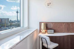 Die Hotelzimmer sind zwischen 18 und 26 Quadratmeter groß und geben einen sehenswerten Ausblick auf die Stadt<br />