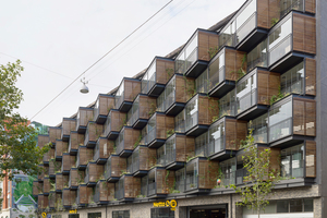 Aufgefächerte Kuben erzeugen einen neuen Rhythmus im Straßenraum. Sie lassen sich mit geschlossener Glasfront als Wintergarten nutzen und mit offenen Fenstern als Balkon