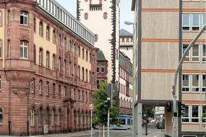 Baukultur vom Feinsten: Zu-, Weiter- und originale Nachkriegsbauten mitten in Frankfurt a.M.