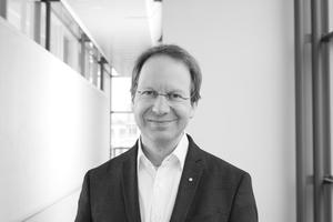 """Autoren: <span class=""""Sstr_Farbe""""></span>Dr. Ing. Michael Hermann ist Projektleiter Innovationsprozesse """"Thermische Systeme und Gebäudetechnik"""" am Fraunhofer-Institut für Solare Energiesysteme ISE. www.ise.fraunhofer.de<br />Prof. Johannes Pellkofer ist selbständiger Architekt und lehrt an der Fachhochschule Erfurt.www.fh-erfurt.de"""