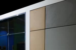 TABSOLAR Premium (links) mit spektralselektiver Beschichtung und Verglasung, TABSOLAR Design (rechts) ohne Verglasung eingefärbt bzw. mit Oberflächenstrukturierung