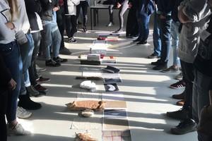 StudentInnen der HCU experimentieren mit im öffentlichen Raum gefundenen Materialien