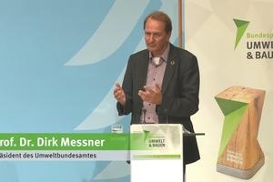 """: """"Wir wollen Anerkennung erzeugen und dafür sorgen, dass Ihre Arbeit, Ihre Kreativität und Ihre Lösungen bei einem breiten Publikum gut ankommen."""", so Prof. Dr. Dirk Messner, Präsident des Umweltbundesamtes, über den Preis mit dem Fokus auf unsere Umwelt und unser Bauen"""