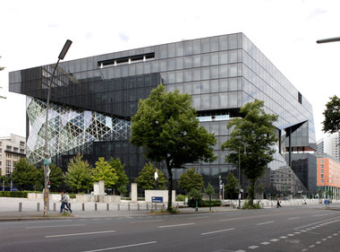 Ansicht Eingang mit Blick in die Axel-Springer-Straße