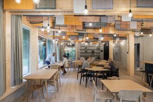 Großzügige Sozialräume mit Zugang zum Garten zum Kochen, Essen und Plaudern