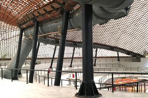 """Blick in die große Halle, die gerade in Teilen """"probesaniert"""" wird"""