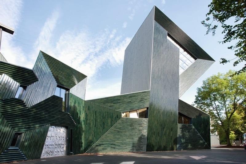 Die Gezackte Silhouette Der Neuen Synagoge Von Manuel Herz Bildet  Hebräische Buchstaben Ab Und Spielt Damit