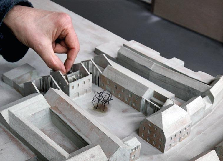Im Modell Deutlich Zu Sehen: Die Teilung Der Scheune, Er  Höhung Der Wand