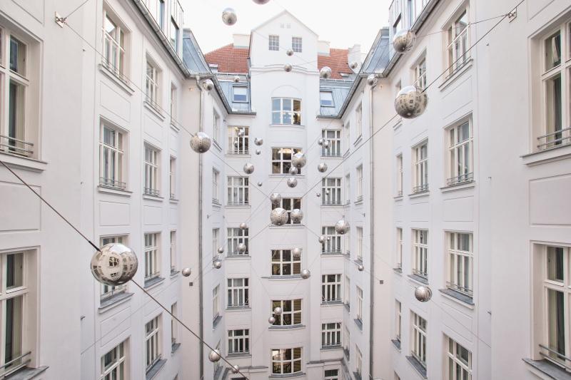 Deutsche bauzeitschrift for Motel one lampen