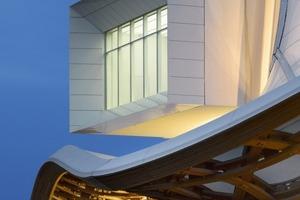 """<div class=""""10.6 Bildunterschrift"""">Unter der Dachkonstruktion kreuzen sich drei Galerien. Ihre Enden ähneln Aussichtfenstern. Sie bieten Panoramablicke auf die Stadt Metz</div>"""