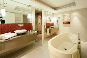 Gipsputz an Wänden und Decken hat sich im hochwertigen Innenausbau auch in häuslichen Küchen und Bädern bewährt. Er bietet als Untergrund für Fliesen eine sichere Haftzugsreserve<br />