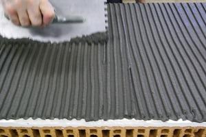 Dünnbettkleber auf Zementbasis: erhöhte Sicherheit bei schneller Trocknung<br />