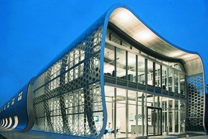 oben: Arca GmbH, Tönisvorst.Produktion und Verwaltung unter einem Dach. Arch.: Anin, Jeromin, Fitilidis + Partner<br />rechts: Der Architekt, Ante Anin