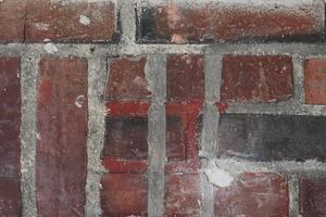 """Am Sturzdetail des Durchganges zur Küche ist erkennbar, dass die historische Rollschicht (Bildmitte) nur aufgemalt ist. Diese Stelle gab es von Anfang an, wurde von den Architekten als dokumentierender """"Befund"""" eingestuft und erhalten<br />"""