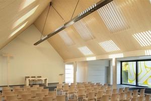 Der Sieger des Architektenwettbewerbs 2012, der freischaffende Architekt Ulrich Arndt aus Berlin, beindruckte mit dem ungewöhnlichen Vorschlag, Licht, das durch Dachfenster in den Raum fällt, durch Holzlamellen so zu filtern, dass die besondere Lichtsituation eine stimmungsvolle, sakrale Ästhetik im Gottesdienstraum kreiert.