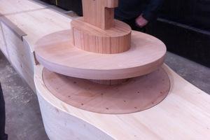 Die Stützen und Zangen wurden mit exakt vorbereiteten Ausfräsungen und eingeklebten Verbindungsteilen aus Buchenholz angeliefert