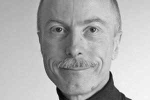 """<div class=""""autor_linie""""></div><div class=""""dachzeile"""">Autor</div><div class=""""autor_linie""""></div><div class=""""fliesstext_vita""""><span class=""""ueberschrift_hervorgehoben"""">Jörg Pfäffinger</span>, Jahrgang 1950, lebt seit 1980 in der Bodensee-Region und ist als Journalist und Fotodesigner tätig. Nach redaktionellen Arbeiten und Publikationen im Bereich Fototechnik ist er seit 20 Jahren als Fachredakteur im Bereich der Bautechnik etabliert und führt zusammen mit seiner Frau ein Redaktionsbüro in der Nähe von Singen (Hohentwiel). Er schreibt mit den Schwerpunkten """"Holzbau"""" und """"Energieeffizientes Bauen"""" in diversen Fachzeitschriften. </div><div class=""""autor_linie""""></div><div class=""""fliesstext_vita"""">Informationen unter: <a href=""""http://www.blumer-lehmann.de"""" target=""""_blank"""">www.blumer-lehmann.de</a></div>"""
